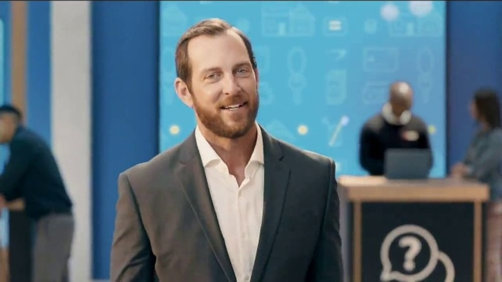 who is the guy in the capital one commercials-0