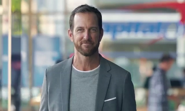 who is the guy in the capital one commercials-3